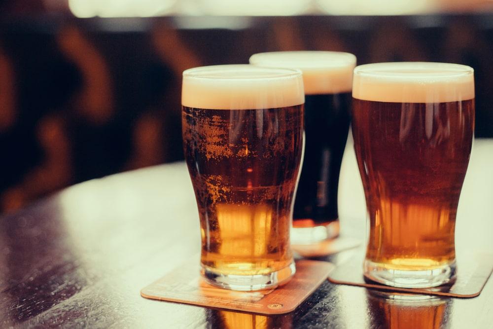 L'alcool dans des pintes de bière