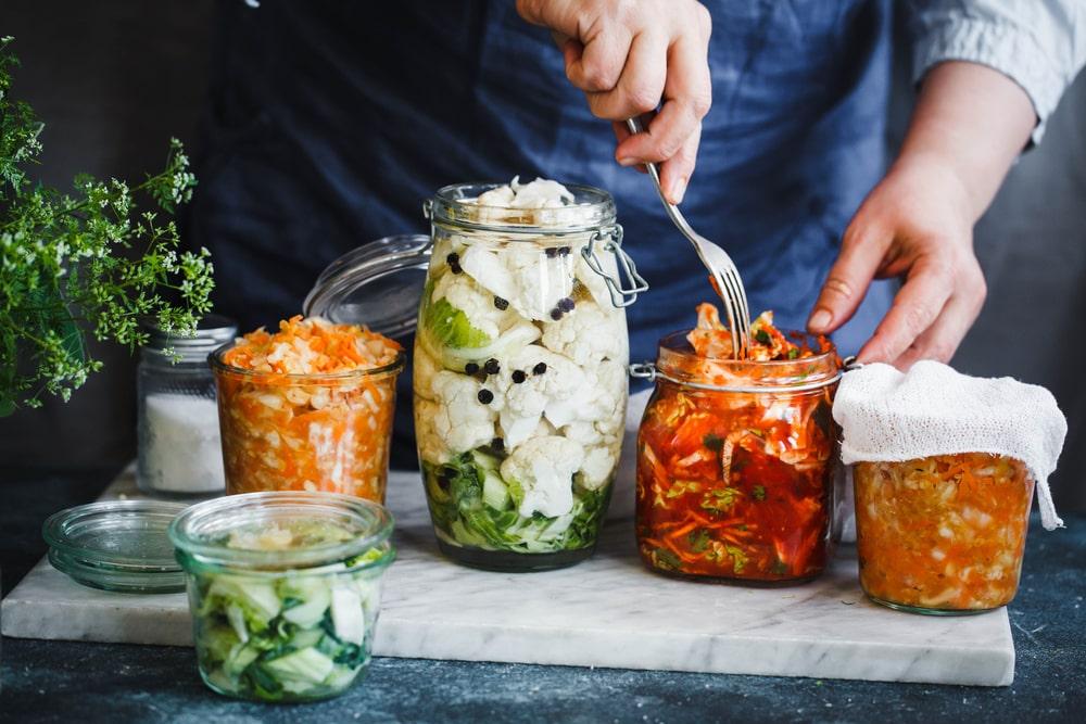 Le kimchi et la choucroute sont des aliments fermentés